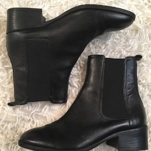 Kenneth Cole Salt Heeled Chelsea Boots